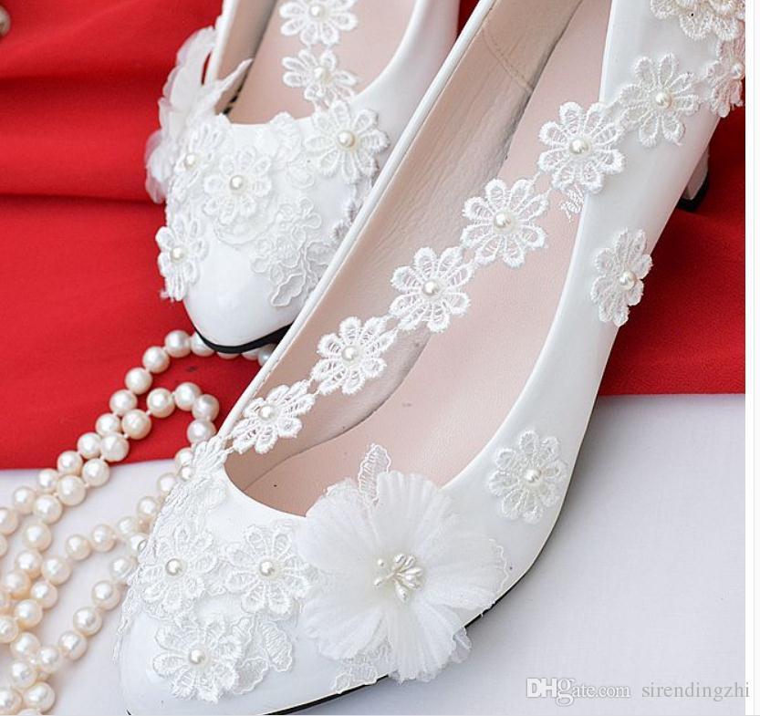 157ef51968230d Acheter Envoi Gratuit Dentelle De Talon Moyen Chaussures De Mariage Perle  Blanc Chaussures De Mariée Femmes Nouveau Style Chaussures Talon De 4,5 Cm,  ...