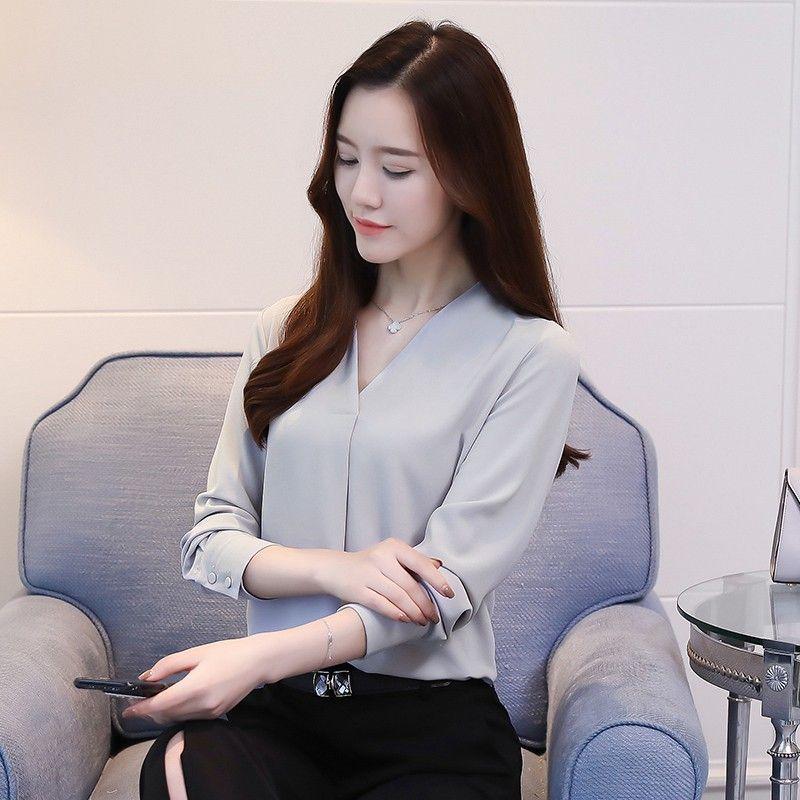 5859a514ce Compre 2019 Outono Mulheres Tops Trabalho Desgaste Escritório Camisas Femme  Com Decote Em V Manga Comprida Casual Chiffon Blusa Feminina Cinza Branco  Blusas ...