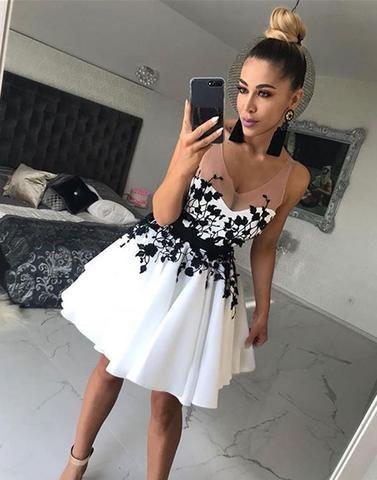 Outfit vestido blanco corto noche