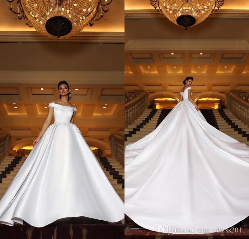 2019 Nuovi vestiti da sposa arabi splendidi Treno lungo fuori dalla spalla Appliques di pizzo Abiti da sposa in raso Plus Size
