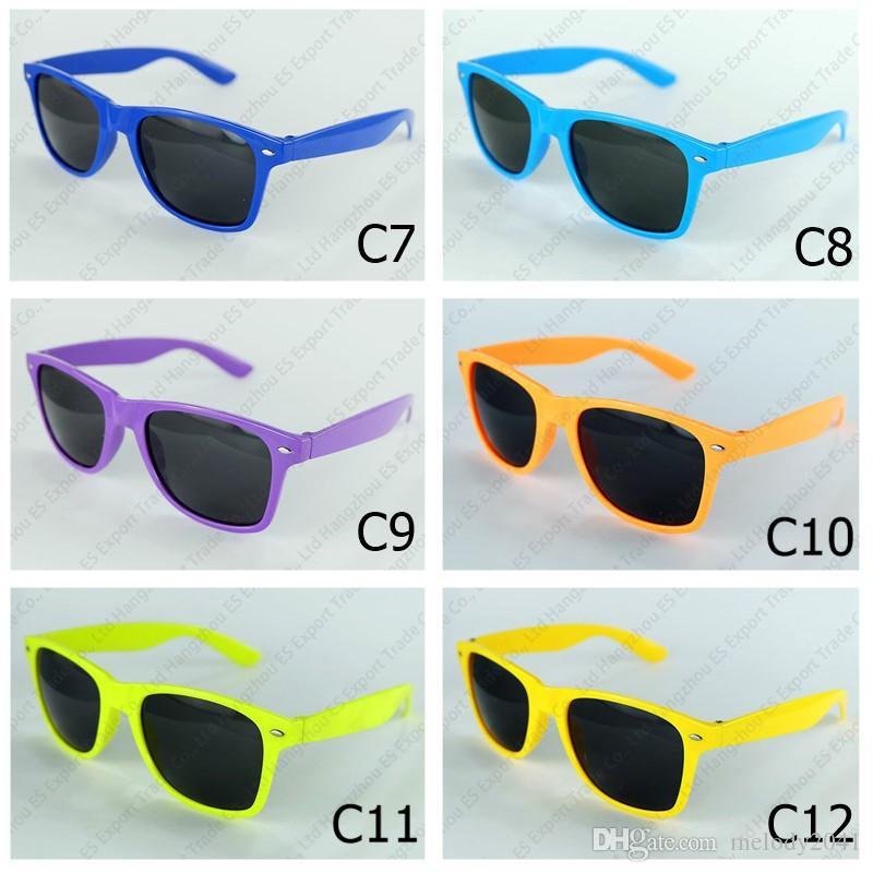 Mode Klassische Sonnenbrille Niet Frauen und Männer Sonnenbrille UV400 Vintage Reisende Eyewear Erwachsene Größe 12 Farben