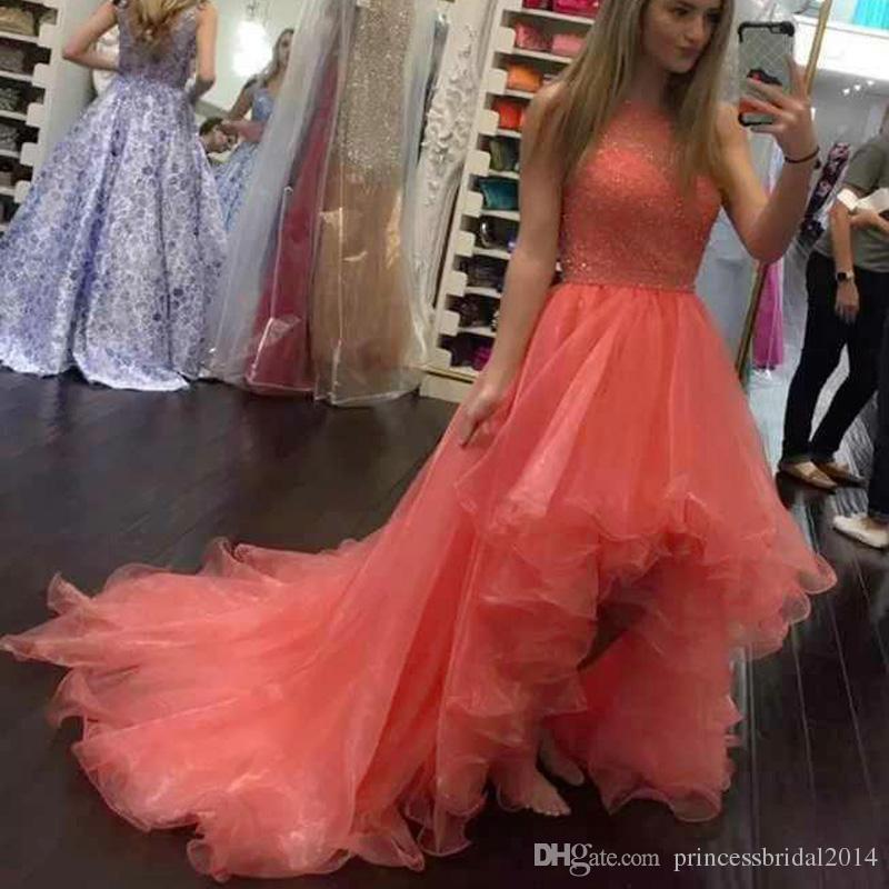 c1fff1a6e9 Compre Zyllgf 2018 Nuevos Vestidos De Baile Alto Dobladillo Bajo Sin  Tirantes Del Cuello Sin Mangas Vestidos De Noche Con Cuentas Corto  Delantero Largo ...