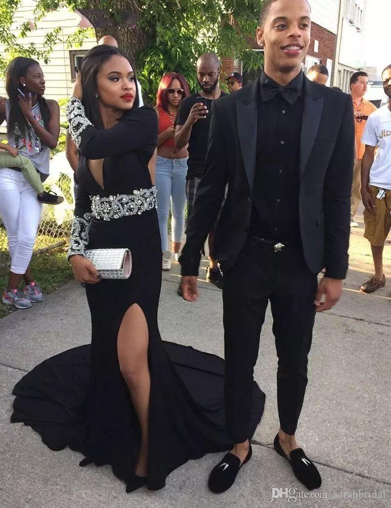 Nuevo diseño Negro Sirena Vestidos de baile de sirena Cuello en V profundo Con cuentas Lado alto Split Court Train Vestidos de noche formales Vestido barato para Wom