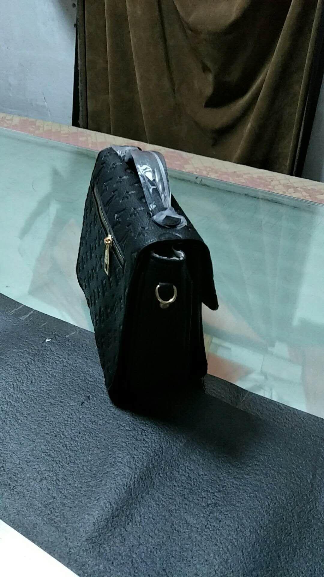 2266e0485b87 2018NEW Europe Luxury Brand Women Bags Handbag Famous Designer Handbags  Ladies Handbag Fashion Tote Bag Women S Shop Bags Duffel Bags Big Bags  Rolling ...