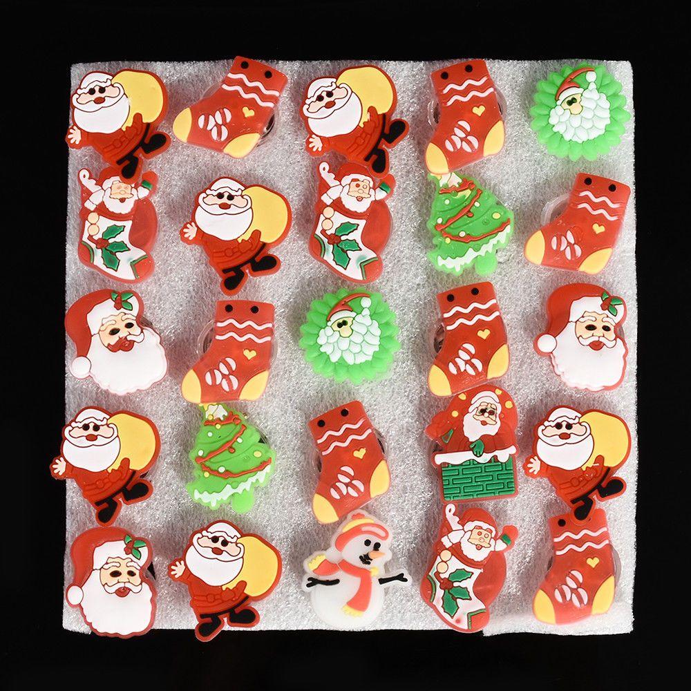 3 unids mezclado Navidad Santa Claus intermitente LED Light Up Badge / Broche Pins Fiesta de Navidad Favorece el regalo