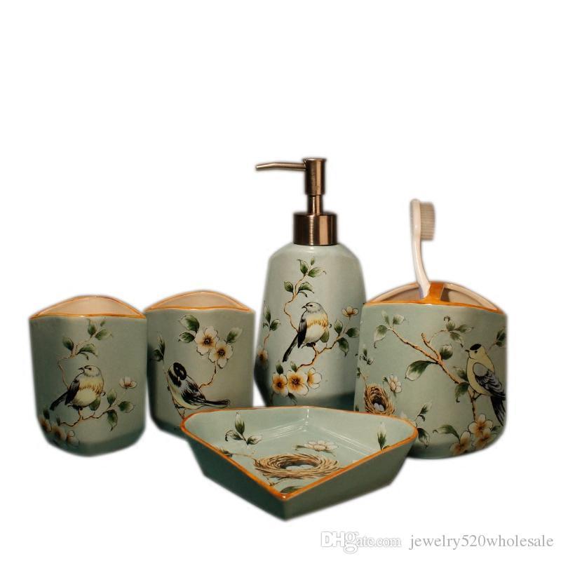 Portasapone Bagno In Ceramica.Set Da Bagno In Ceramica Europeo Accessori Da Bagno Animali 5 Pezzi Portaspazzolino In Ceramica Portasapone Prodotti Da Bagno