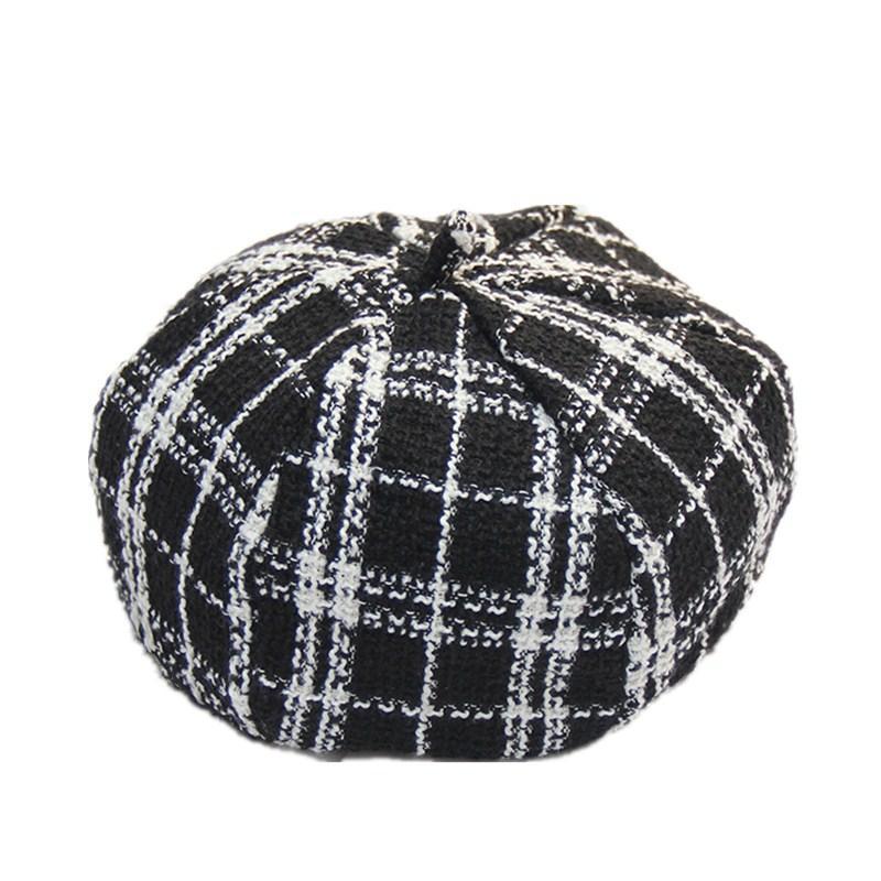 fcfbb8eb84e03 Compre Nuevo Artista Sombrero Octogonal Para Mujer Mujer Invierno Negro  Blanco Plaid Boina Gorras Lana Espesar Boinas De Punto A  58.28 Del  Value333 ...