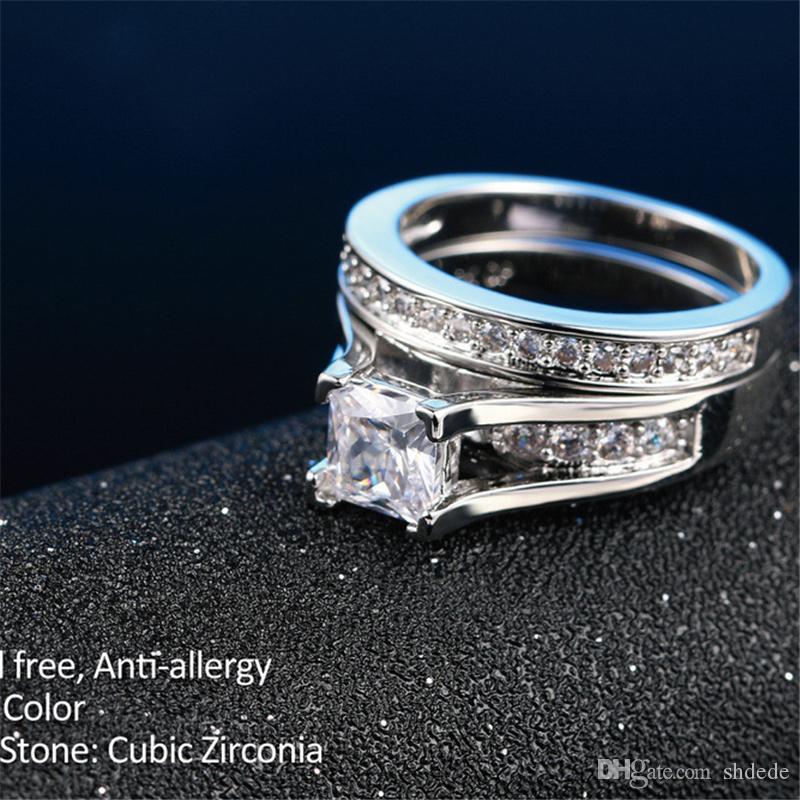 Color plateado 0.5ct Cubic Zirconia tachonada CZ Diamond Anillos de la moda Conjunto de anillos de compromiso de boda para mujeres R570