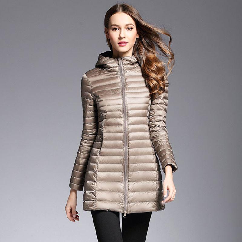 6b891458da Piumino lungo Donna Piumini invernali Cappotto imbottito con cappuccio in  piuma ultra leggera
