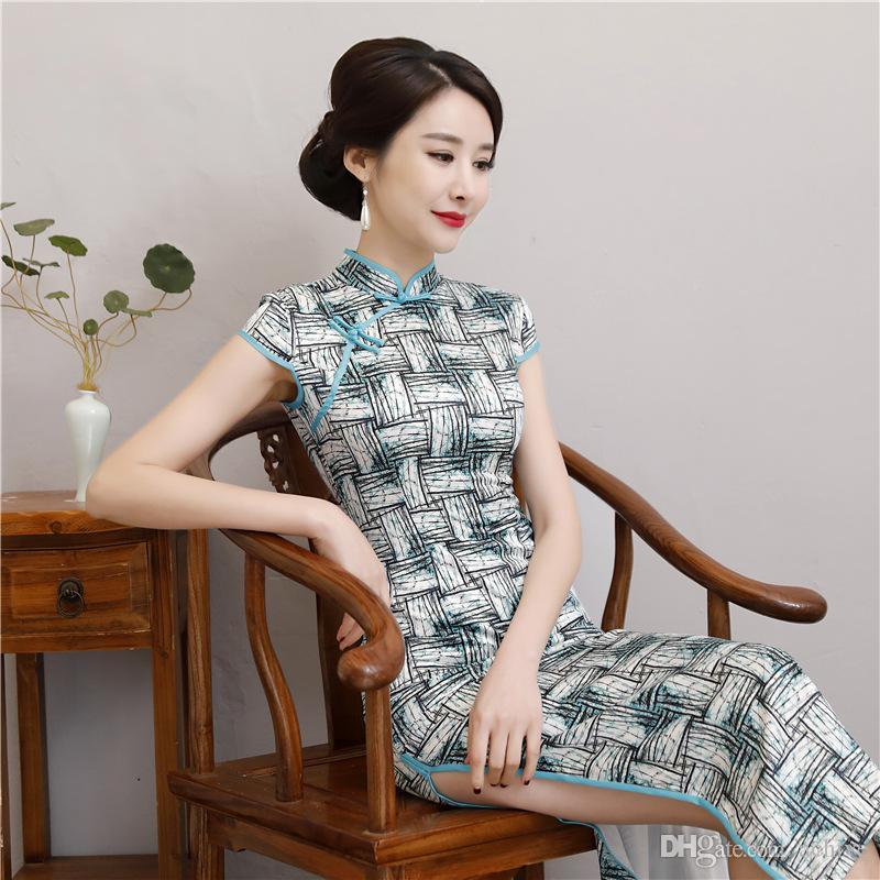 2020 مثير الحرير الصينية Cheongsams لونغ مطبوعة الرقبة العالية انقسام حزب غمد أثواب رسمية خمر النساء فساتين شيونغسام أنيقة