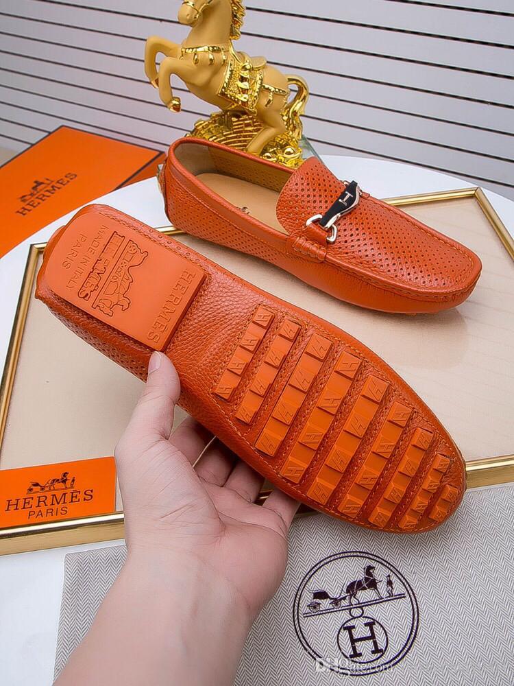 Acheter Haute Qualité Véritable En Cuir Hommes Mocassins Slip On Casual  Chaussures Homme De Luxe Marque Hommes Conduite Chaussures Solide Mâle  Appartements ... 4bf0b8b71dc