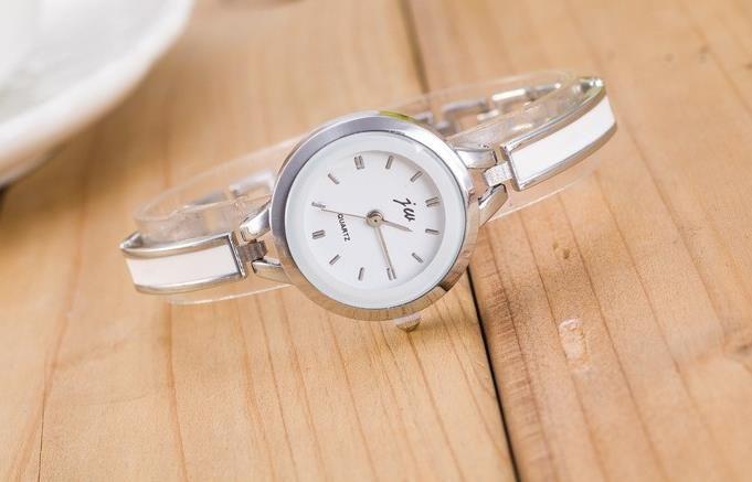 2018 thin style womens bracelet watch metal plastic glue alloy fashion dress watch leisure quartz ladies cheap wholesale watch a616