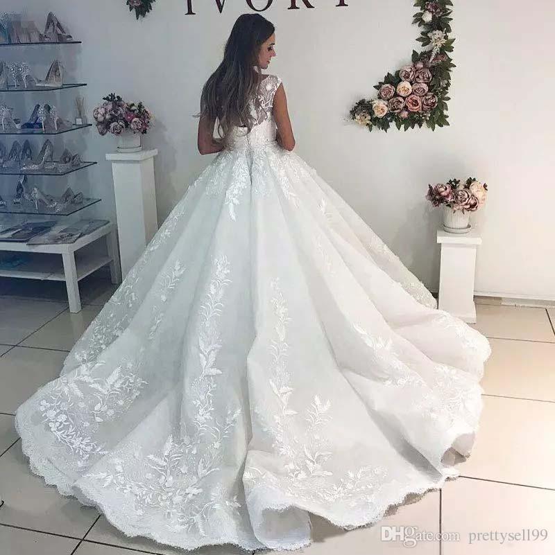 Personnalisés dentelle bal robe de mariage 2019 Sheer Bateau cou Appliqués à lacets Cour BackW train de mariage Robes de mariée