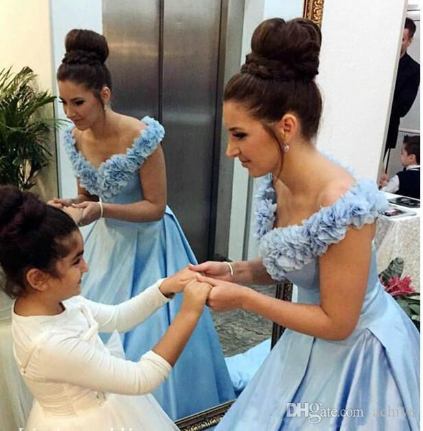 Abiti da Sky Blue Prom 2020 sexy al largo della spalla Lace Up abiti da sera lungo in 3D Floral Applique sweep treno vestito celebrità Abiti formali