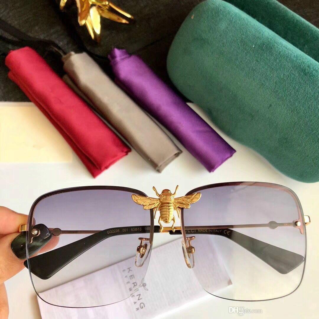3675d42af7d1f Compre Luxo 2236 Óculos De Sol Das Mulheres Dos Homens Designer De Marca De  Moda Popular Grande Estilo Verão Com As Abelhas De Alta Qualidade Lente De  ...