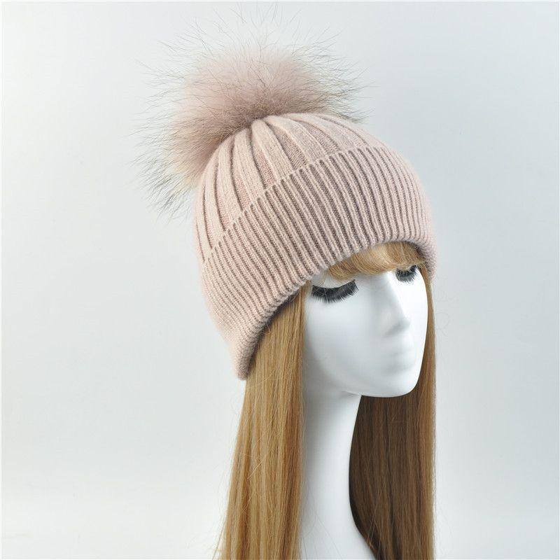 Compre 2017 Inverno Real Gorros De Pele Patchwork Feminino Quente Chapéus  De Malha Natural Chapéu De Lã De Pele De Guaxinim Moda Feminina Fur Pompon  Cap Hat ... db3d210ea3b