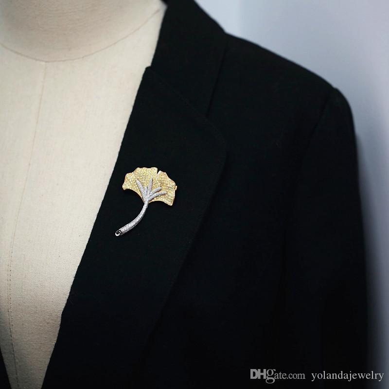 Men Women New Fashion Pins Brooches Gold Plated CZ Ginkgo Leaf Brooches Pins for Wedding Party Suit Dress Lapel Pins Nice Gift