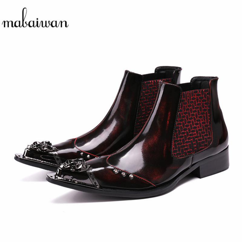 d5569c8e609 Compre Mabaiwan Remaches Hechos A Mano Zapatos De Los Hombres Botines De  Nieve De Metal Punta Estrecha Zapatos De Boda De Cuero Pisos De Los Hombres  Botines ...