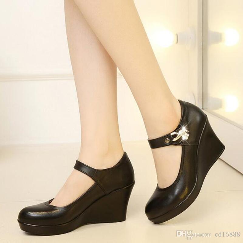 Venta caliente 2021 Nueva Inglaterra Zapatos de moda mujeres zapatos de tacón alto Rhinestone Boca baja Boca baja Ayuda de la vaca Zapatos de cuero Cuesta con tacones altos