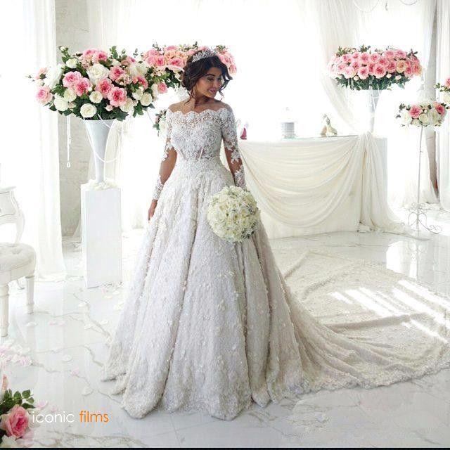 우아한 겨울 Bateau 목 깎아 지른 긴 소매 레이스 공 가운 웨딩 드레스 파란색 진주 채플 기차 결혼식 신부 가운