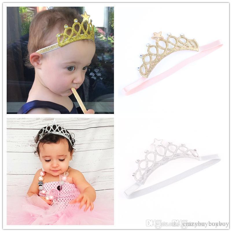 Compre Bebê Headbands Ouro Prata Coroa Faísca Meninas Crianças Elastic  Estrela Hairbands Princesa Tiara Headband Acessórios Foto Adereços KHA161  De ... 191d6bf2cdb9