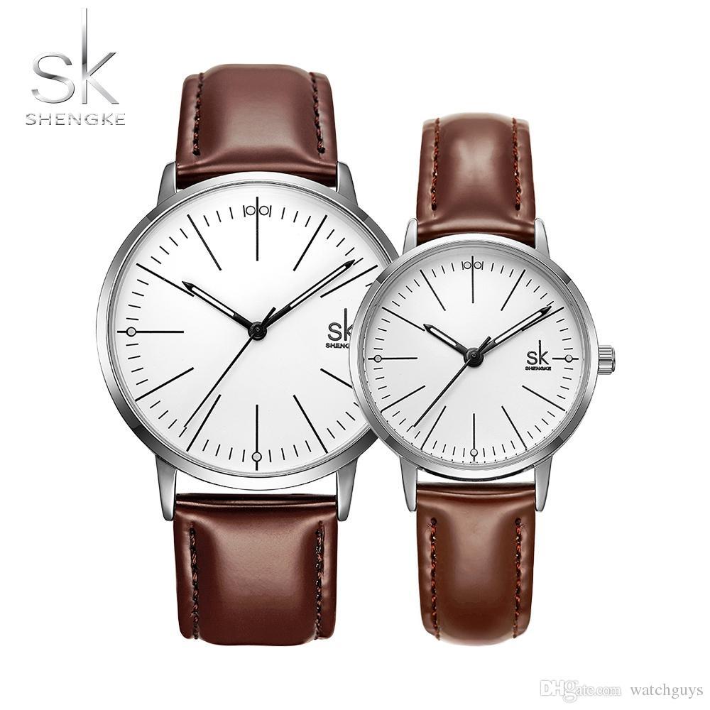 a71078238f28 Compre Shengke Pareja Reloj Hombres Mujeres Relojes Reloj De Cuarzo Simple  De Alta Calidad Relogio Masculino Negocio Reloj Unisex Amante Reloj Saat A   34.62 ...