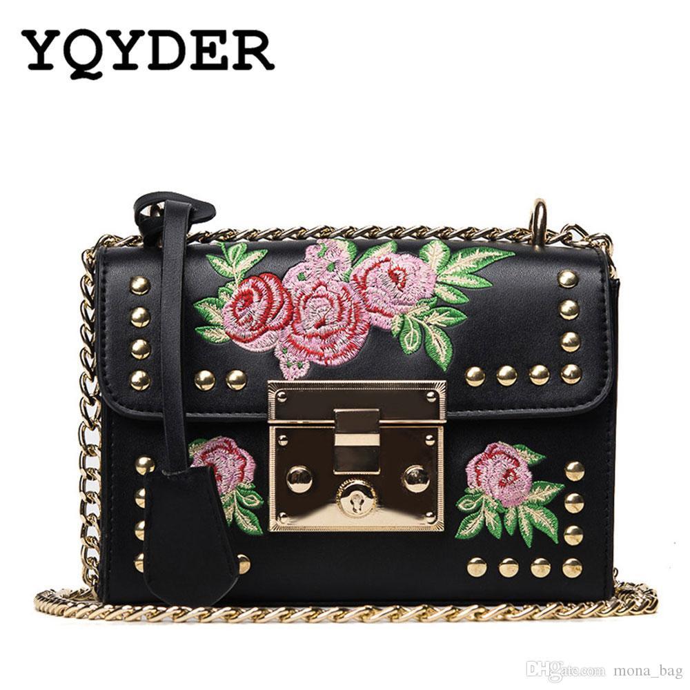 2f7bb67e3 Compre YQYDER Mulheres Bordado Flor Flap Bag Desenhador De Couro PU Moda  Rebite Sacos Do Mensageiro Feminina Senhoras Pequeno Ombro Saco Sac De  Mona_bag, ...