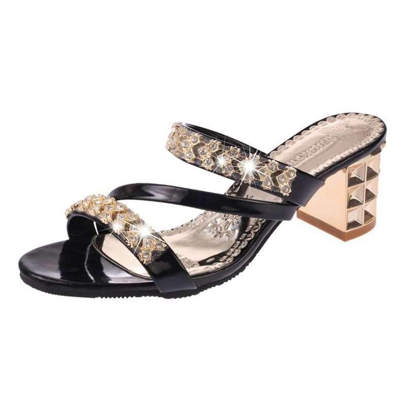 2018 Nouvelle Mme. Version coréenne de l'été Sandales Strass Sandales et pantoufles Femmes Avec Grand yard Épais avec Word Flip Flops Chaussures