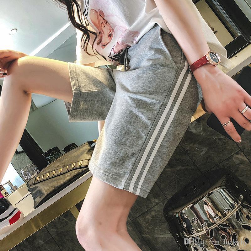 Compre Shorts De Esportes Para As Mulheres Coreano Versão Solta Harajuku Bf  Estilo Calças Lado Listras Largas Pernas Casuais Calças De Cinco Minutos  Para ... a6c3f06c3e378