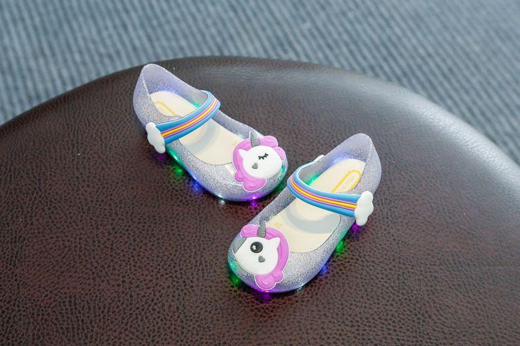 Melissa dos desenhos animados sapatos de geléia unicórnio crianças arco-íris fivelas sandálias meninas brilhando colorido lâmpada LED shoes crianças sandálias de fundo macio R2837