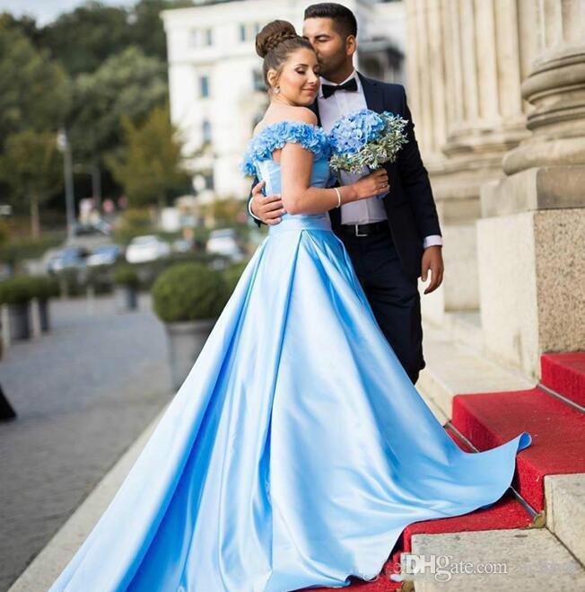 Bon marché Blue Sky Robes de bal 2020 sexy de l'épaule lacent longue soirée Robes Floral Applique 3D par balayage train robe de célébrité de vêtements de cérémonie