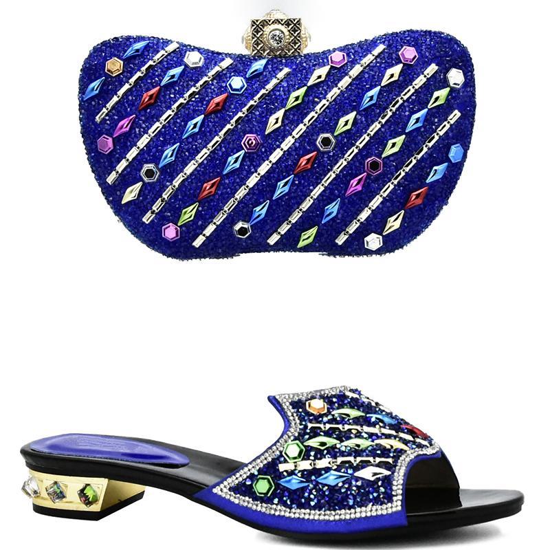 cb1f81085 Compre Nova Chegada Das Mulheres Sapatos E Saco Set Em Itália Nigeriano  Sapatos De Casamento Das Mulheres Com Saco Set Decorado Com Strass  Deslizamento Em ...