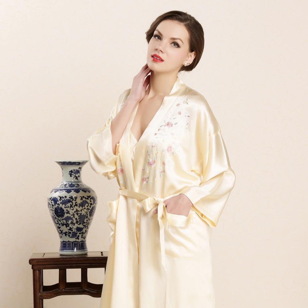 40cd00810 Compre Seda Real Robe De Sono Feminino De Alta Qualidade 100% De Seda  Roupões De Banho De Duas Peças Define Bordado Nobre Pijamas Mulheres Roupas  Em Casa De ...