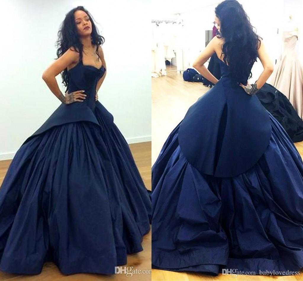 Compre Rihanna Zac Posen Celebrity Alfombra Roja Vestidos De Noche 2018 Sexy  Peplum Dark Navy Gothic Tafetán Más Tamaño Árabe Formal Vestidos De Fiesta  De ... 9c56d2e38acc