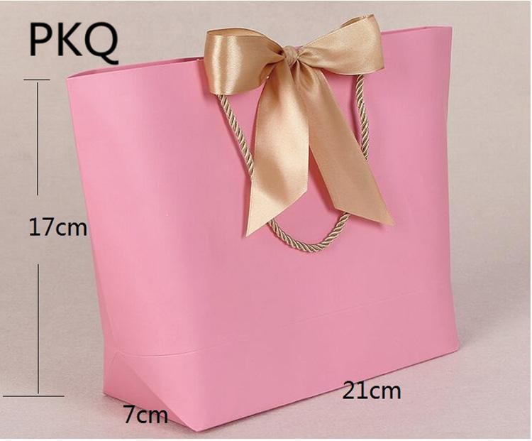 0ef96c1e601e9 Großhandel   Große Gold Bogen Geschenk Tasche Mit Griffen Hochzeit  Weihnachten Verpackung Griff Papiertüten Rosa Kraftpapier Tote Taschen Von  Yueji