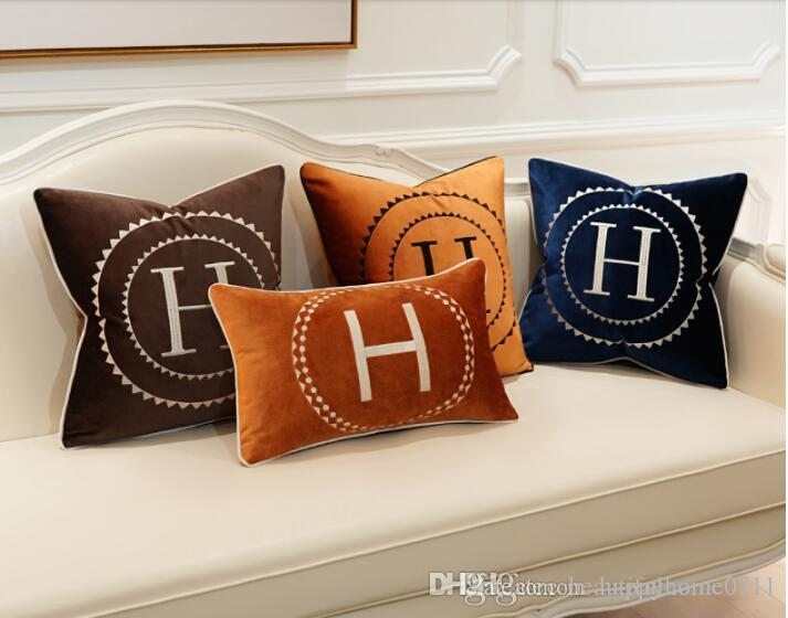 Luxury Embroidered Letter H Circle Pattern Signage H Comfortable Velvet Material Pillow Case Cushion Cover 45 45cm Family Fabric Decoration