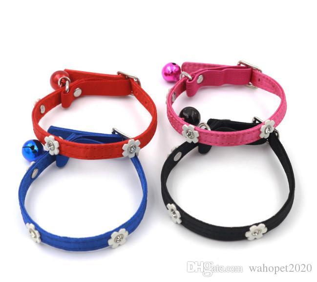 Envío gratis pet dog puppy pequeño perro gato gatito collar flor cinturón elástico con campana 30 unids / lote