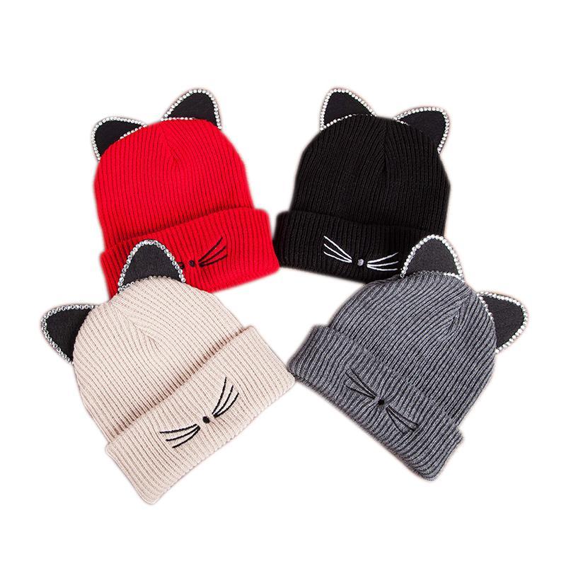 Acquista Moda Inverno Berretti Cappello Le Donne Lovely Cat Ear Knit Caps  Ragazza Caldo Lampeggiante Strass Bonnet Cat Hats Vendita Calda Cappelli  Casual A ... 572eea11db07