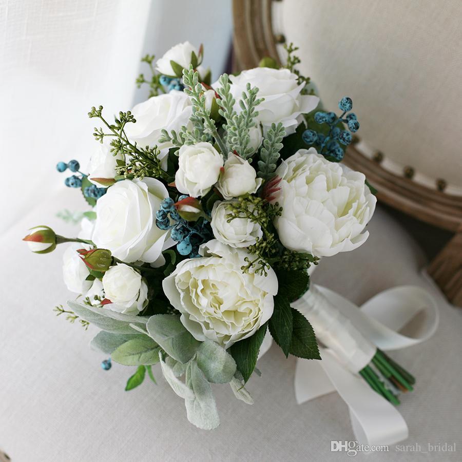 Yeni Beyaz Ülke Yapay Gelin Buketleri 2020 Gül Çilek Dokunmatik Kumaş Düğün Malzemeleri Gelin Holding Broş Buket Düğün Malzemeleri