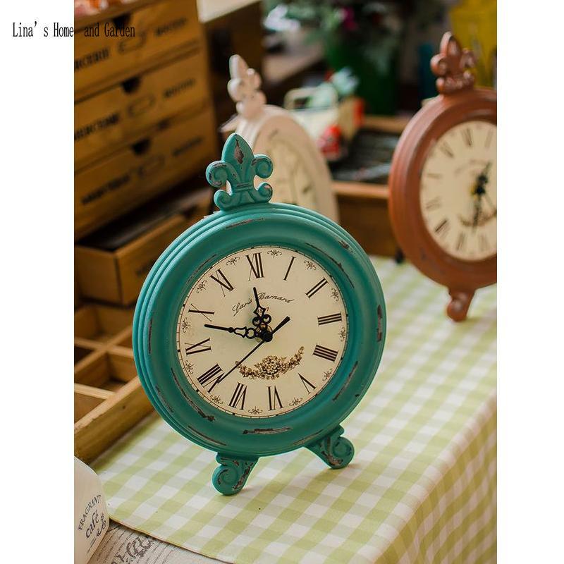 aac6aba201e Compre Cor Agradável Artesanal Pequeno Rústico Antigo Vintage Sólido Relógio  De Mesa De Madeira De Natal