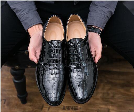 c4d67d8644 Compre Homens Sapatos De Couro De Patente Vestido Formal Moda Pele De Cobra  Desinger Italiano Glossy Masculino Apontou Toe Brogue Sapatos Oxford Para  Homens ...