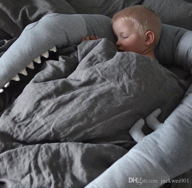 Confortable 185cm Bébé Oreiller Enfants Crocodile Oreiller Coussin Bébé Infant Lit Berceau Clôture Bumper Kid's Room Décoration Jouets