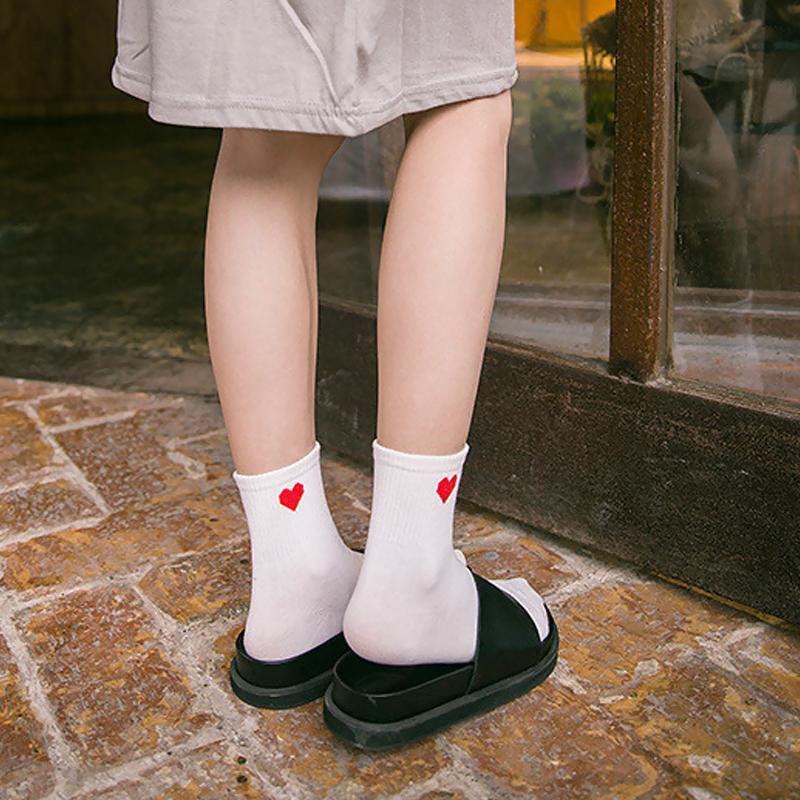 5 Renkler 2018 Yeni Kadın Çorap Moda Pamuk Katı Çorap 3D Aşk Kalp Nokta Kadın Tatlı Uzun Çorap için Bahar için Yaz