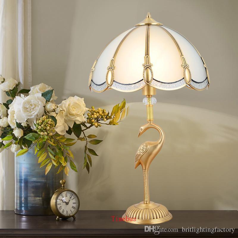 Lampada da tavolo in rame europeo Soggiorno Lampada da comodino in cristallo Lampada da scrivania creativa da matrimonio Lampada da tavolo decorativa