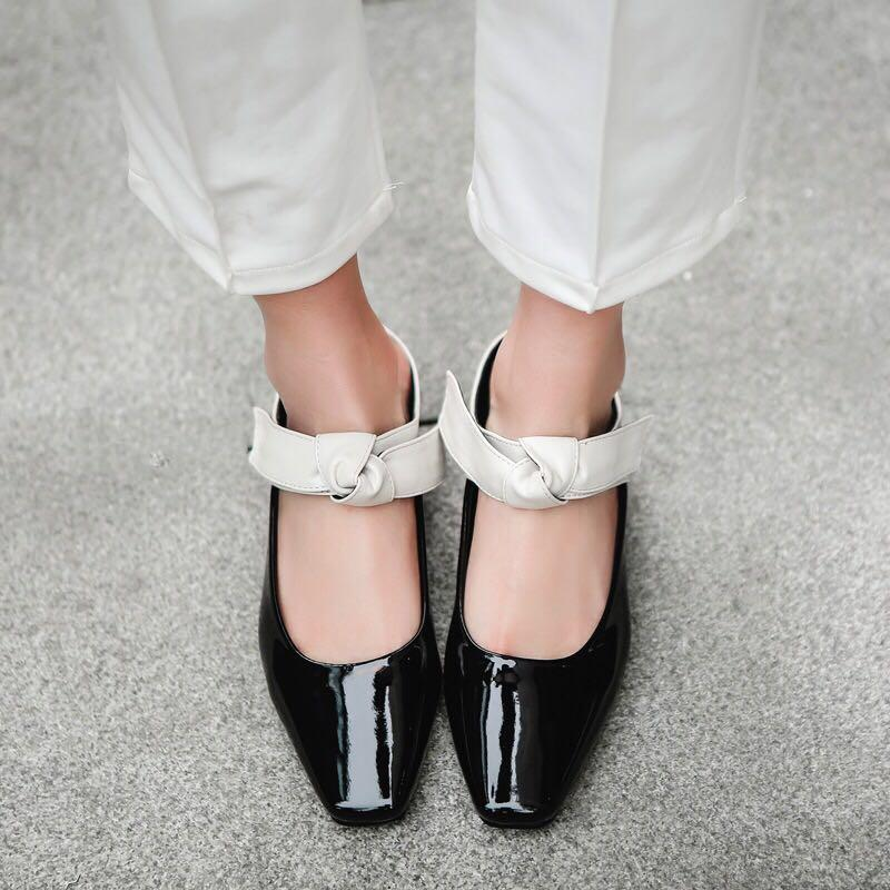 Fashion Women Flat Slippers Casual Lady Shoes Patent Leather Butterfly Bowknot Med Square Heels Women Pump Retro British Style