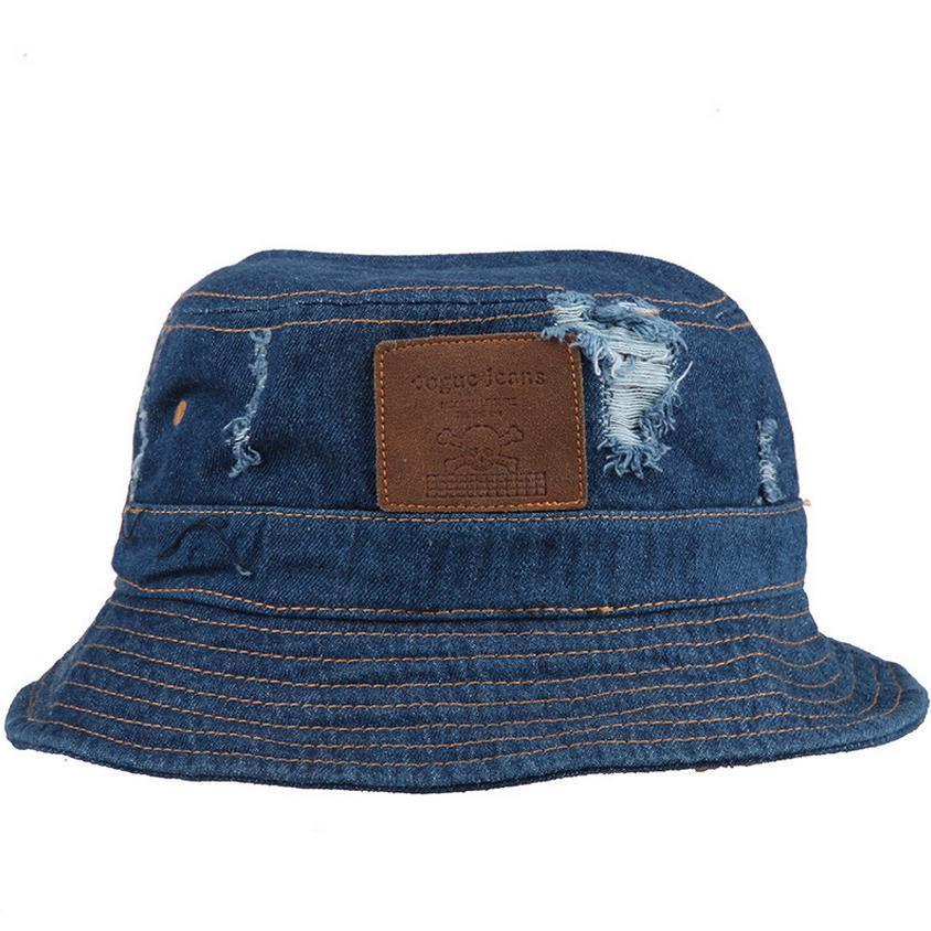 b8efd0c5841 Compre SHOWERSMILE Brand Blue Denim Bucket Hat Con Agujero Rasgado Y Parche  De Cráneo Cotton Unisex Jean Hats Fisherman Caps Para Hombres Mujeres A   39.05 ...