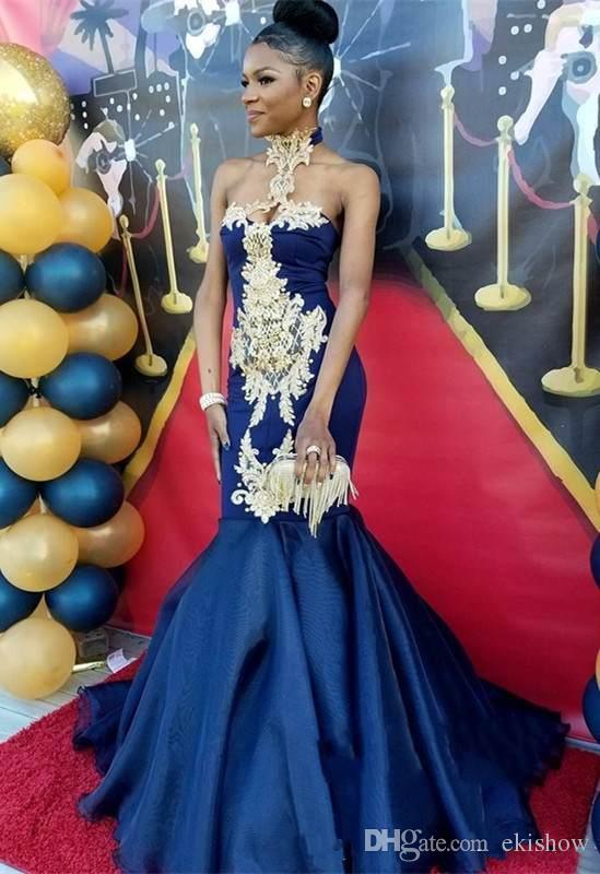 2018 De Luxe Halter Appliques D'or Sirène Robes De Bal Sans Manches Gaine Chapelle Train Modèle Décent Parti Robes De Soirée De Bal Robes