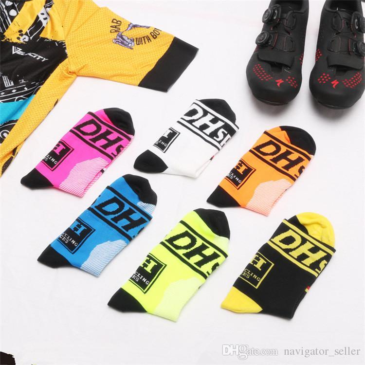 좋은 품질 전문 중간 양말 산악 자전거 사이클링 야외 스포츠 양말 피트를 보호 통풍 위킹 남자 자전거 양말 6 색