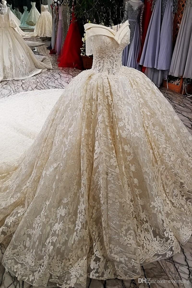 Oriente Medio Puffy Lace vestidos de novia de lujo 2018 borla de cristal con cuentas vestidos de novia Dubai nuevo fuera del hombro Robe De Mariee