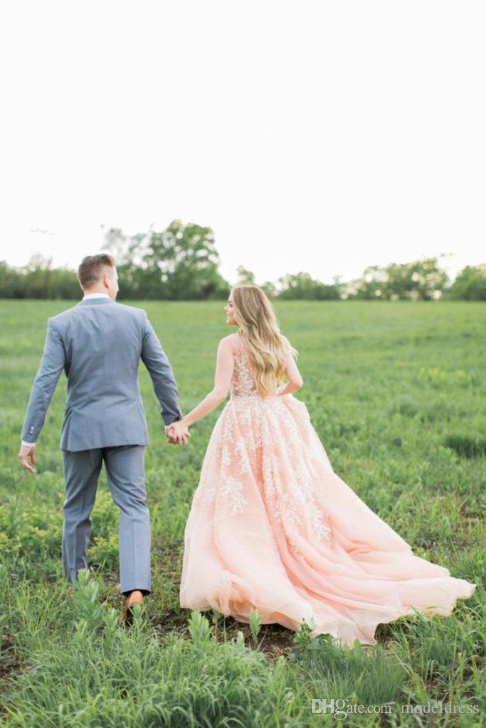 2018 Nuevo Blush Sin espalda Vestidos de novia Profundo cuello en V Appliques A Line Corte Tren País Vestidos de novia Vestidos De Noiva Plus Tamaño personalizado